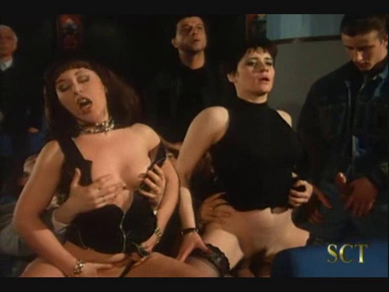 Sinemada grup porno izle