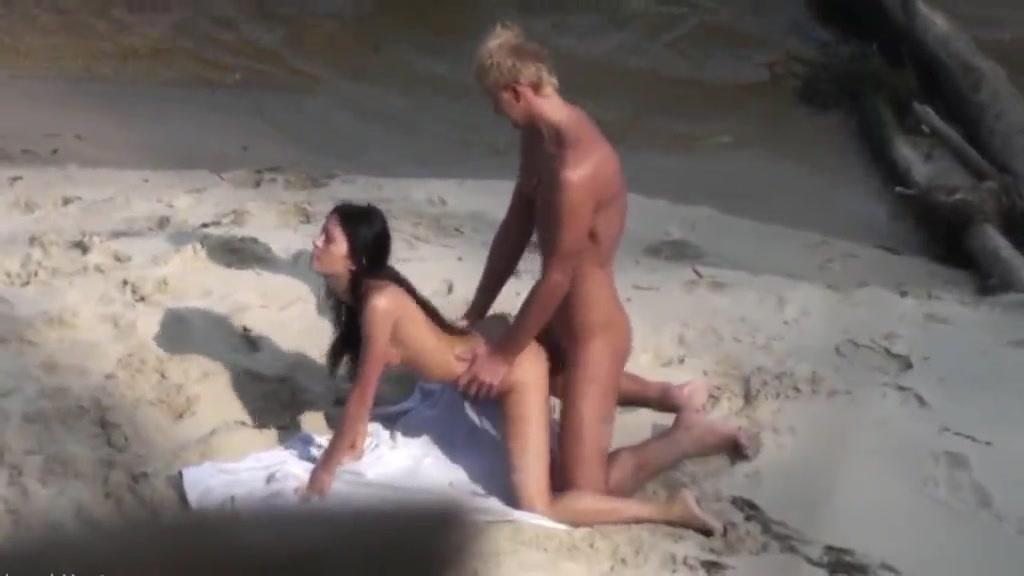 Sahilde Esmer Güzel Porno İzle