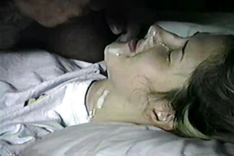 Genç Kız Harika Oral Seks Yapıyor Porno İzle