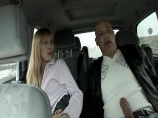 Arabada Sürtük Sarışın Oral Seks İzle