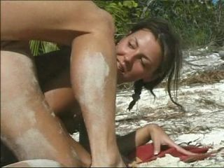 Issız Bir Adada Kamuda Anal Seks İzle