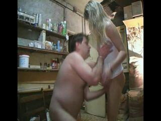 Küçük Markette Sarışın Olgun Porno İzle