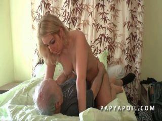 Yaşlı Adam Sarıya Anal Çakıyor  Sex İzle
