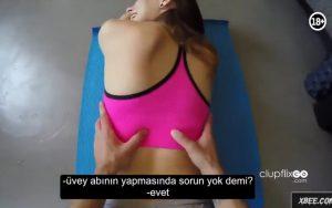 Üvey abinin esnetmeli jimnastik masajı